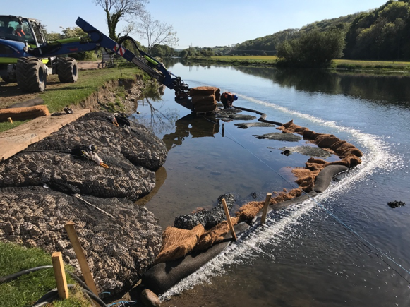 Silt bubble barrier and SiltMats protecting river SSSI